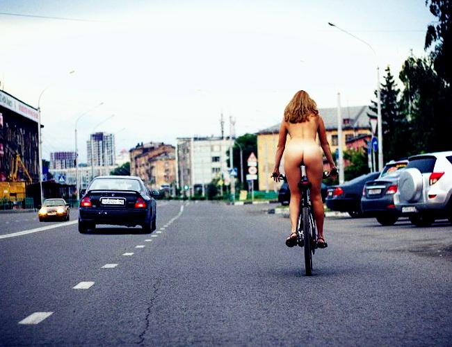 Творческая пустота и голая велосипедистка
