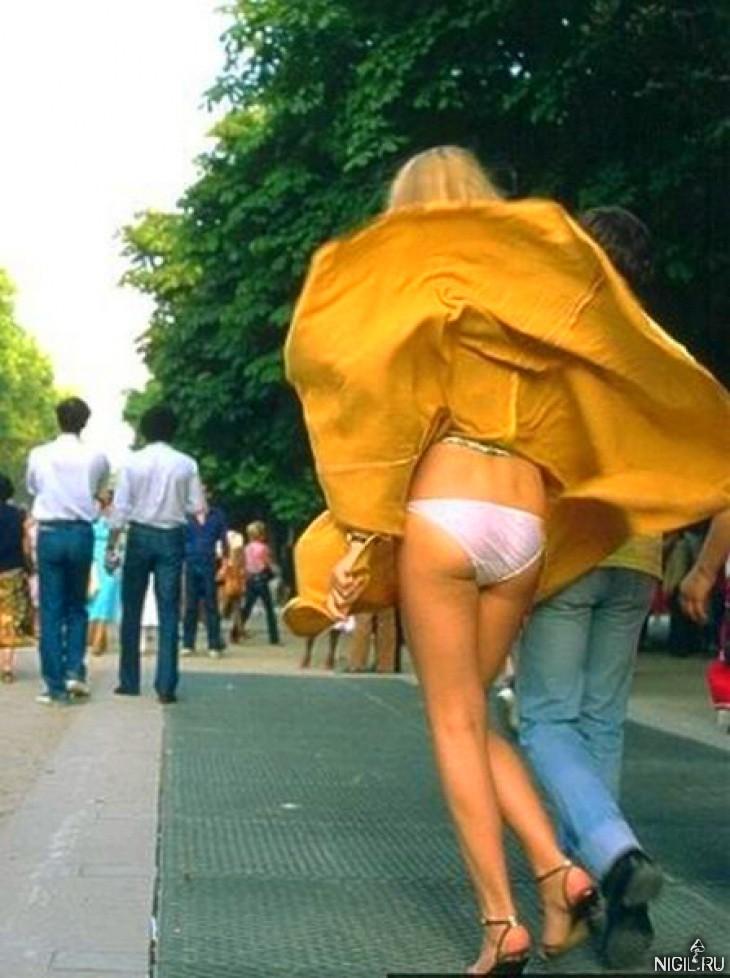 Задрал мини юбку жене и трахнул фото 207